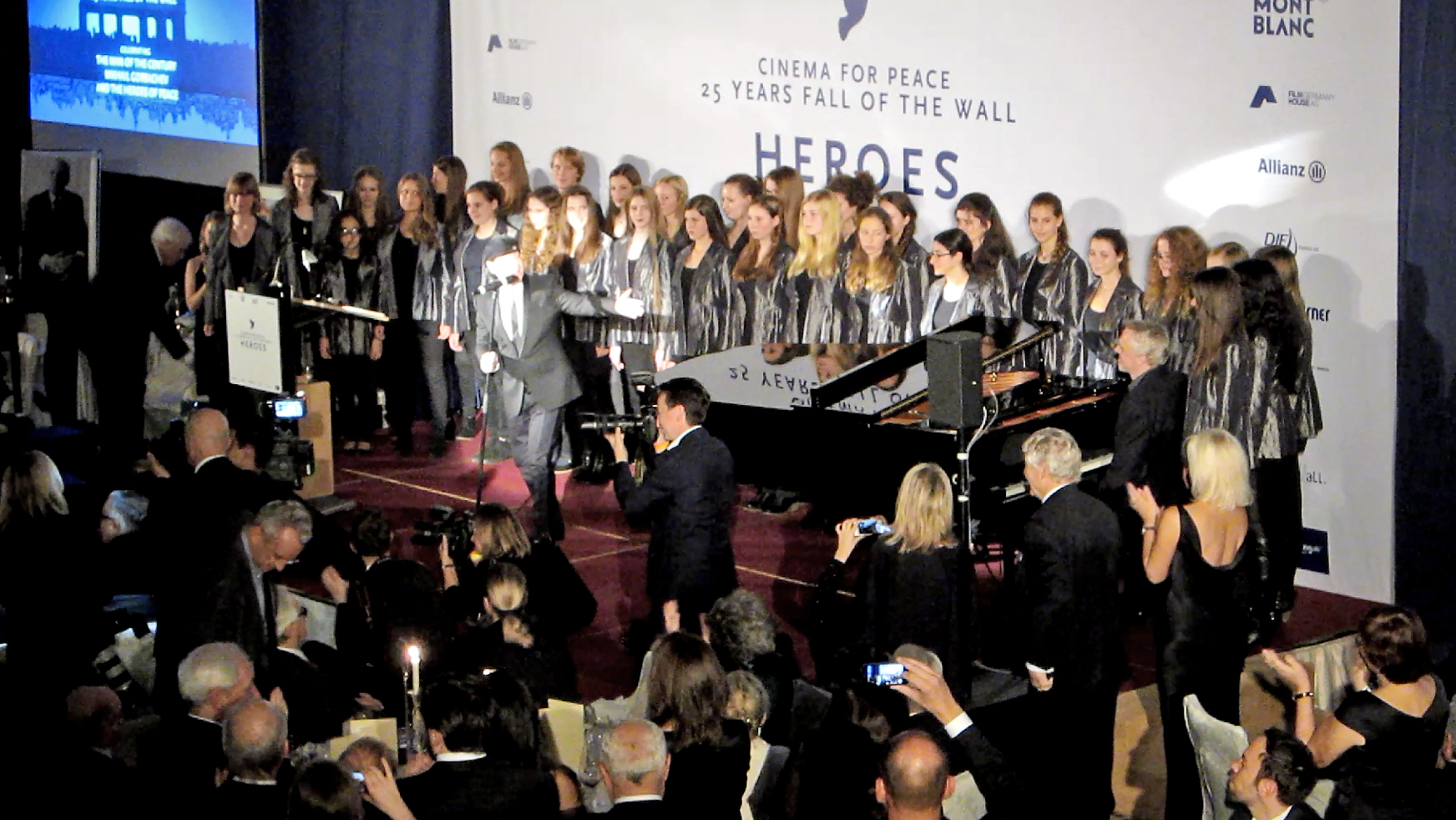 Berliner Mädchenchor: Cinema for Peace Gala November 2014