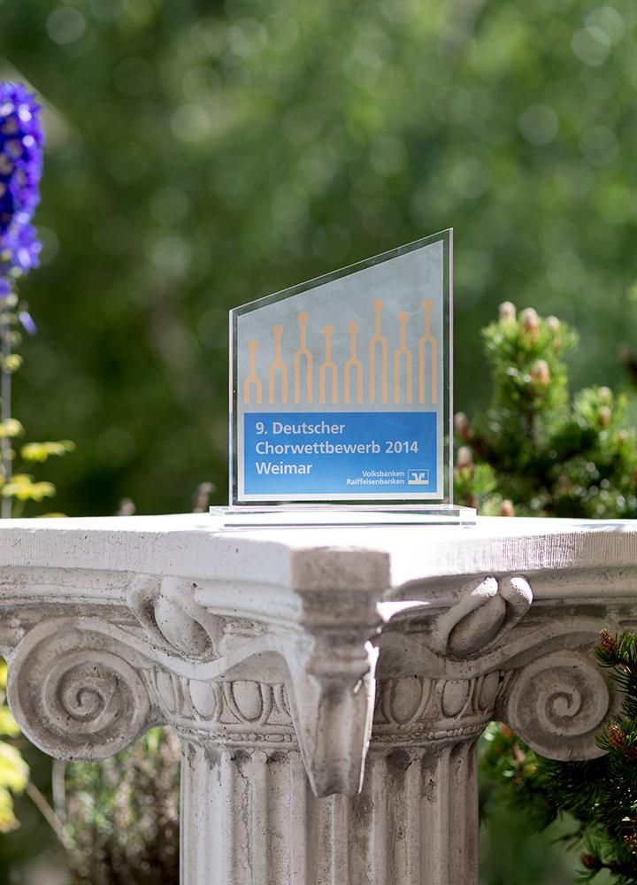 Chorwettbewerb 2014 in Weimar: Sonderpreis-Stele der Volksbanken Raiffeisenbanken für den Berliner Mädchenchor